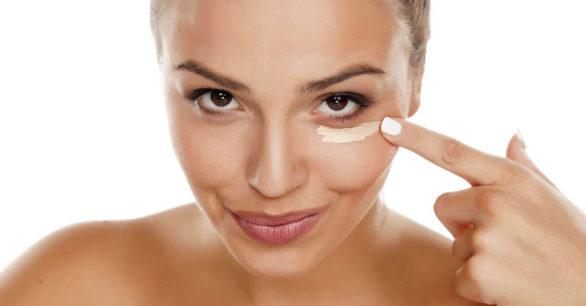 Главные ошибки в уходе за кожей вокруг глаз